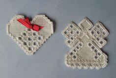 He encontrado este interesante anuncio de Etsy en https://www.etsy.com/es/listing/112406038/christmas-ornaments-hardanger-pattern