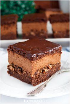 Ciasto z musem czekoladowym i wafelkami Cake with chocolate mousse and wafers - I Love Bake Polish Desserts, Polish Recipes, No Bake Desserts, Delicious Desserts, Pastry Recipes, Baking Recipes, Cake Recipes, Dessert Recipes, Chocolate Slim