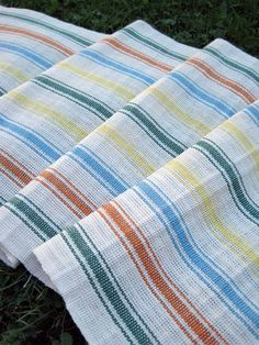 Finshed fabric, just off the loom, before washing Weaving Looms, Weaving Patterns, Knitting Patterns, Hand Weaving, Dish Towels, Hand Towels, Tea Towels, Colour Set, Textiles