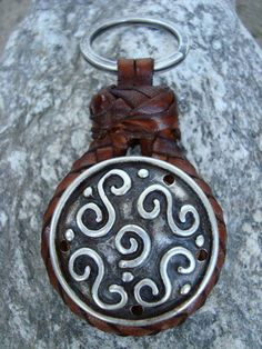 Joyeria Plata y Azabache Artesania Galicia Home Page Silver and Black Jet Crafts Jewelry Crafts Key Rings, Handmade Crafts, Jewelry Crafts, Celtic, Jewels, Silver, Leather, Copper, Silver Jewellery