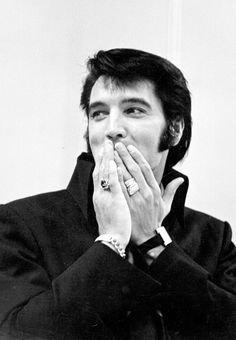 Elvis Presley during a press conference after his first performance at the International Hotel in Las Vegas. August 01, 1969. S)