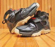 9a62012b72fb Nike Huarache Trainer Size 4.5Y - Black Red White - 705254 001  Nike