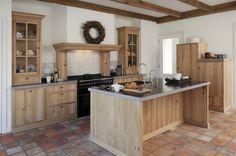 Rural kitchen in massive oak in Ouddorp Cozy Kitchen, Kitchen Redo, Kitchen Styling, Rustic Kitchen, New Kitchen, Kitchen Remodel, Diy Kitchen Cabinets, Kitchen Units, Luxury Kitchen Design