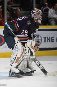 goaltender-ty-conklin-of-the-edmonton-oilers-defends-his-net-against-picture-id56579624 (675×1024) Hockey Goalie, Field Hockey, Hockey Players, Ice Hockey, Goalie Mask, Edmonton Oilers, Blink 182, Nhl, Sports