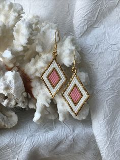 Seed Bead Earrings using Brick Stitch by Santa Barbara Charm Seed Bead Jewelry, Bead Jewellery, Seed Bead Earrings, Diy Earrings, Earrings Handmade, Handmade Jewelry, Seed Beads, Beaded Earrings Patterns, Diy Accessories