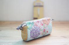 Pencil Case, Purse, Cosmetic Makeup, Bag Storage, Zipper Wallet. DIY Tutorial in Pictures.