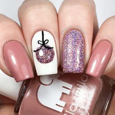 If you are someone who always have their nails done as per the season, give them goals with these So Pretty Christmas Nail Art Designs and Colors. Christmas Gel Nails, Christmas Nail Art Designs, Best Nail Art Designs, Toe Nail Designs, Acrylic Nail Designs, Holiday Nails, Christmas Ornament, Christmas Toes, Winter Nail Designs