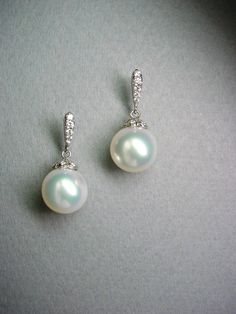 Jewelry Designer 18k Gold And South Sea Pearls With Diamonds