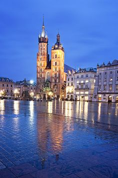 Kościół Mariacki at Twilight (Kraków), Poland by Sonja Blanco, via Flickr #Photography #Beautiful #Places