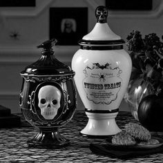Gothic Glam Black and White Cookie Jar - Dolomite. Perfect to store your Halloween treats. Fete Halloween, Halloween House, Halloween Decorations, Spooky Decor, Halloween Treats, Halloween Kitchen, Goth Bedroom, Black And White Cookies, Black White