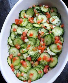 """3,368 Me gusta, 34 comentarios - 📍Recetas Saludables💪 (@_recetas_saludables_) en Instagram: """"Ensalada de pepino con tomate y cebolla. . 👇Sazonado con. 👉Limón. 👉Aceite AlSalt. 👉 Rodajas de…"""" Great Recipes, Healthy Recipes, Healthy Food, Cucumber, Zucchini, Snacks, Vegetables, Instagram, Fru Fru"""
