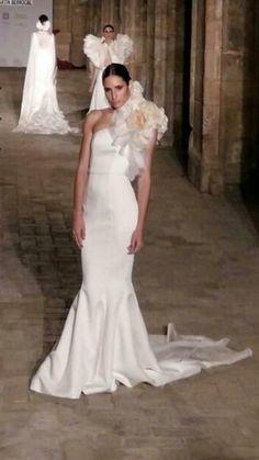 Vestido de novia de Vicky Martin Berrocal en el desfile de SIQ, Sevilla Handcraft&Fashion.