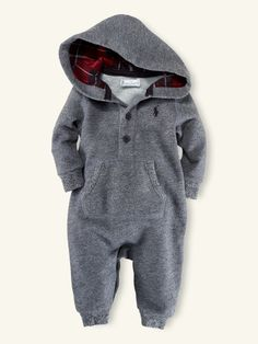 RL hoodie onesie- Aaron would LOVE our kid to wear this! Baby Outfits, Outfits Niños, Kids Outfits, Cute Baby Boy, Baby Baby, Baby Boy Fashion, Kids Fashion, Baby Winter, Winter Babies