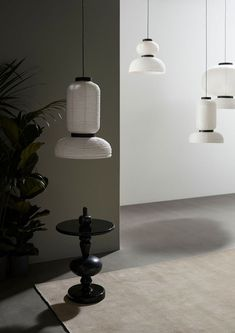 Formakami Pendant Lamp by &tradition made of rice paper. Buy this designer light by Jaime Hayon now in the interior design shop! Showroom, Led Filament, Luminaire Design, Black Stains, Paper Lanterns, Ivory White, Modern Lighting, Lighting Design, Scandinavian Design