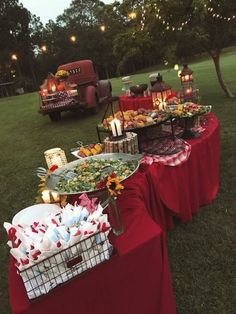 outdoor backyard bbq wedding food wedding buffet 20 Backyard Barbecue Ideas for a Fun Wedding Reception Barn Parties, Outdoor Parties, Backyard Parties, Outdoor Graduation Parties, Graduation Food, Western Parties, Parties Food, Graduation Celebration, Outdoor Weddings