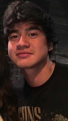 who wants to kiss calum? Calum Hood, Calum Thomas Hood, 5 Seconds Of Summer, 1d And 5sos, Luke Hemmings, Baby Daddy, Reaction Pictures, Pretty People, Beautiful Men