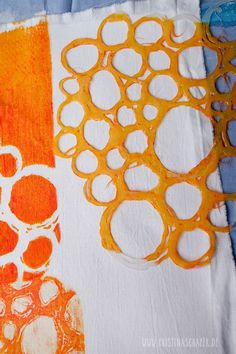 Printing with hot glue stencils - Farben-Kunst - Stencil Printing, Printing On Fabric, Screen Printing, Textiles Techniques, Art Techniques, Fabric Painting, Fabric Art, Ideias Diy, Fabric Manipulation