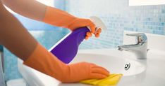 Daily House Cleaning Checklist : Want to keep your home clean easily? Use this free daily house cleaning checklist to make housekeeping super easy! Cleaning Checklist, Cleaning Hacks, Office Cleaning, Cleaning Recipes, Cleaning Maid, Cleaning Supplies, Cleaning Schedules, Cleaning Business, Cleaning Calendar
