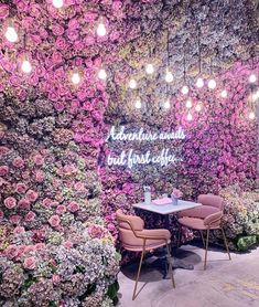 A list of all the unique restaurants in London to eat at! Fun and unusal, quirky and cute places to dine in London that you might not know about! Cafe Interior Design, Cafe Design, Design Design, Rosa Millennial, Mein Café, Flower Cafe, Cute Cafe, Unique Restaurants, Coffee Shop Design