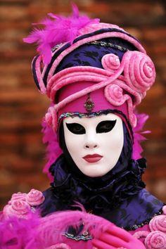 di Venezia For great great pins go to Venetian Carnival Masks, Carnival Of Venice, Venetian Masquerade, Masquerade Ball, Mardi Gras, Costume Venitien, Cool Masks, Pretty In Pink, Navy Pink