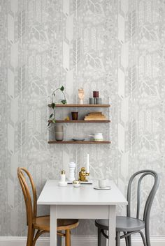Beautiful Scandinavian wallpaper design featuring stylised leaves and florals.