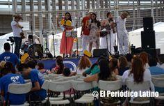 """Bajo el lema """"Colombia tierra nuestra, te llevo en el corazón"""" se desarrolló la celebración de las Fiestas Patrias de Colombia en el Barrio del Bon Pastor en Barcelona. El evento organizado por segundo año consecutivo por la Asociación Amigos Mira contó con una gran participación de artistas y público en general."""