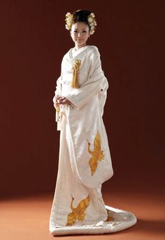 Japanese bride in traditional wedding kimono for traditional Shinto wedding Japanese Outfits, Japanese Fashion, Asian Fashion, Traditional Fashion, Traditional Dresses, Traditional Wedding, Yukata, Japanese Wedding Kimono, Japanese Brides