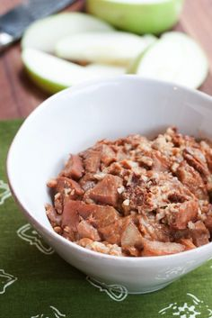 Slow Cooker Apple Cinnamon Steel-Cut Oatmeal // Wake up to a healthy breakfast with this recipe.