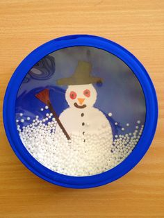 Schneegestöber in der Käseschachtel Easy Arts And Crafts, Diy Crafts For Kids, Noel Christmas, Christmas Crafts For Kids, Schneemann Party, Science Projects, Craft Projects, Snow Crafts, Theme Noel
