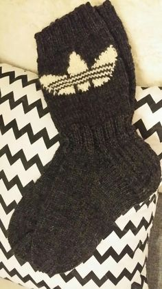 Susannan Sisustuspalvelu: Adidas-sukat miehelle Wool Socks, Knitting Socks, Adidas Socks, Adidas Logo, Fingerless Gloves, Arm Warmers, Mittens, Knit Crochet, Crochet Patterns