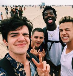 Aaron Carpenter with Cameron Dallas and some friends beach trip