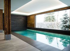 Piscine intérieure avec vue / Inside swimming pool with a view Children Swimming Pool, Small Swimming Pools, Luxury Swimming Pools, Luxury Pools, Small Pools, Swimming Pool Designs, Lap Swimming, Dream Pools, Small Indoor Pool