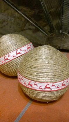 Palle di natale artigianali in corda e nastro