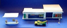0ld mathbox gas station | VINTAGE 1960's MATCHBOX BP SERVICE GAS STATION PLAYSET with TOW TRUCK ...