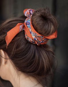 Sjalar & Halsdukar i Boho stil online Bad Hair, Hair Day, Scarf Hairstyles, Pretty Hairstyles, Hair Inspo, Hair Inspiration, Scrunchies, Low Maintenance Hair, Hair Trends