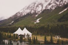 Stunning. This is my dream wedding location... if only it was somewhere closer other than Alaska. Photography by FloatAwayStudios