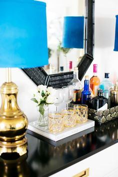 Home bar ideas for small spaces. Domino shares tiny little bars and bar ideas for a holiday party in your studio apartment! Read on for tiny home bar inspiration you can create in your own spirited space. For more home bar ideas go to Domino. Bar Cart Decor, Bar Cart Styling, Styling Tips, Decoration Inspiration, Interior Inspiration, Decor Ideas, Home Design, Tops Diy, Bandeja Bar