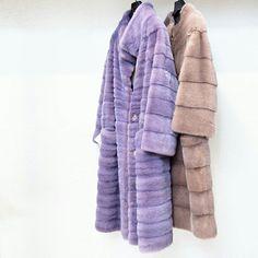 Claves para un abrigo 100% personal: ¡elegir el color! Como éstos de visón rasado horizontal en color topo ¡o en morado! ⠀  #peleteriagabriel #unanuevapiel #fur #furcoat #vison #colorfur #trend #fashion #coat #peleteria #zaragoza