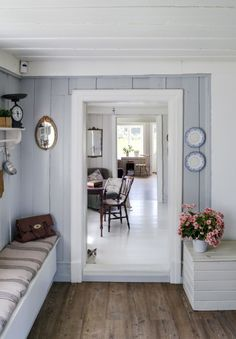 grey-blue and white wood house Country Interior, Home Interior, Interior Design, Cottage Shabby Chic, Cozy Cottage, Cottage Style, Decor Scandinavian, Porche, Cottage Interiors
