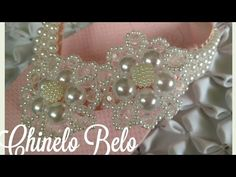 This diy beaded bracelets are the very easy jewelry making for everyone. Beaded Shoes, Beaded Sandals, Beaded Jewelry, Zig Zag Crochet, Bride Headband, Love Craft, Pearl Flower, Crochet Slippers, Beading Tutorials
