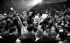 Fans beim Stones Konzert Halle Münsterland Hermann Schröer/Timeline Images #1965 #60s #60er #Rock #Konzert #Musik #Publikum