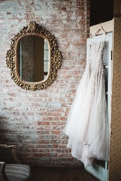 Tendance Robe du mariage Industrial-chic winter wedding: Photography : Clement And West Read More on SMP: New York Wedding, Wedding Day, Wedding Morning, Wedding Reception, Bridal Hair Inspiration, Industrial Wedding, Industrial Chic, Best Wedding Dresses, Wedding Gowns