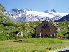 urlaub in österreich Cabin, Mountains, House Styles, Places, Nature, Travel, Inspiration, Family Guy, National Forest