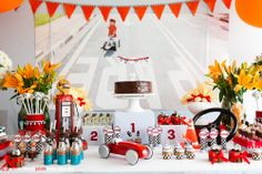 Adriana Gaspar e Marcela Castro 2nd Birthday Party For Boys, Happy Birthday, Birthday Ideas, Carros Vintage, Get The Party Started, Table Decorations, Holiday Decor, Pink, Furniture