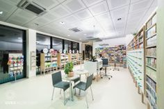 UVEA Mediklinik seeks to provide comprehensive services to their patients. That is why they find in our building fully equipped pharmacy.