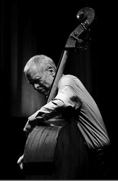 Dave Holland an English jazz double bassist, composer and bandleader who has been performing and recording for five decades Jazz Artists, Jazz Musicians, Music Artists, Jazz Blues, Blues Music, Jazz Players, Cool Jazz, Double Bass, Art Music