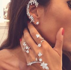 . love these types of earings// full ear piece