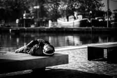Zen attitude  #euratechnologie #lille #canal #deule #fleuve #port #hautdefrance #photos #blackandwhite #man #solitude #zen #detente #sieste #casque #musique #street #pave