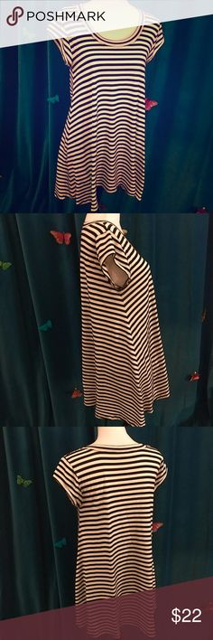 RACHEL ROY Black & White Striped T-Shirt Dress L Cute dress worn only a few times & in nice overall condition. Super comfy t-shirt knit material & has side pockets! Best fits size L as marked; shown on size S. RACHEL Rachel Roy Dresses Mini