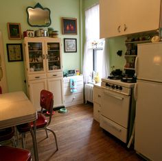 love this kitchen! simple cute vintage functional!